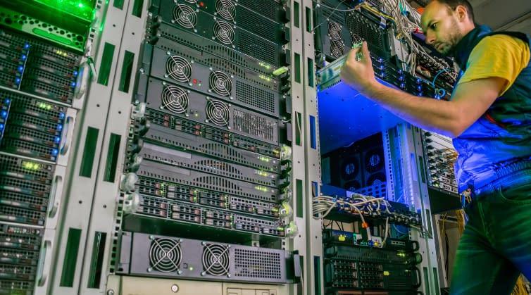 AdobeStock 264257563 data center decommissioning