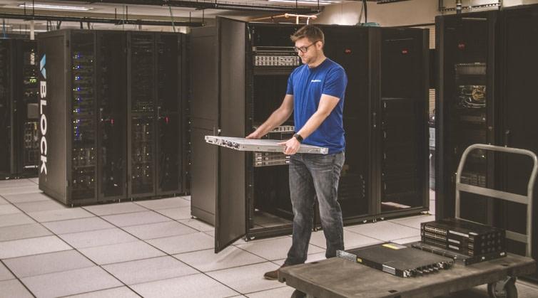 technician-decommissioning-server